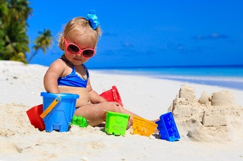 Zum ersten Mal am Strand: 7 Tipps für Babys