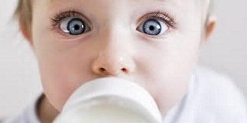 7 häufig gestellte Fragen zum Stillen : Baby trinkt