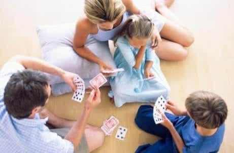 Intelligenz von Kindern durch Spielen fördern