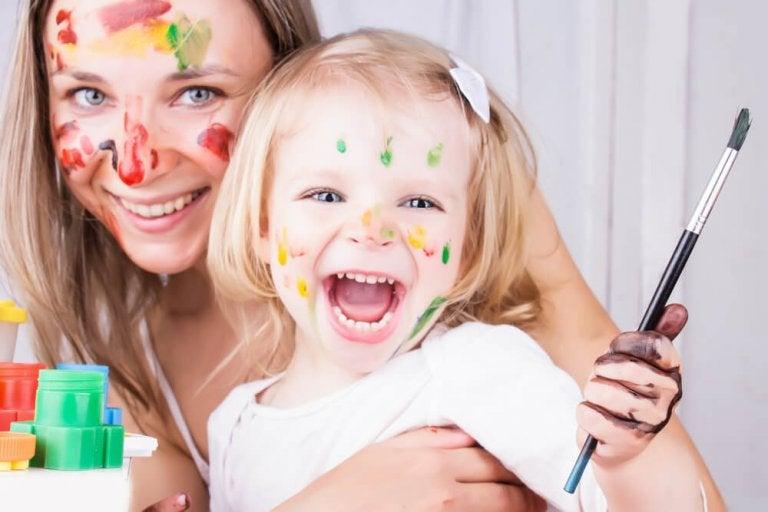 Team: Mutter mit Tochter malen