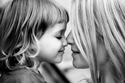 Kind und Mutter stehen sich nahe
