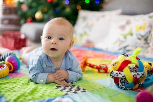 Die Vorteile von Aktivitätsdecken für Babys