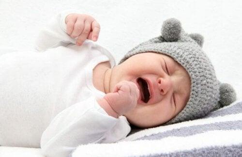 Warum Babys im Schlaf weinen