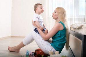 Mit dem Kind sprechen und spielen