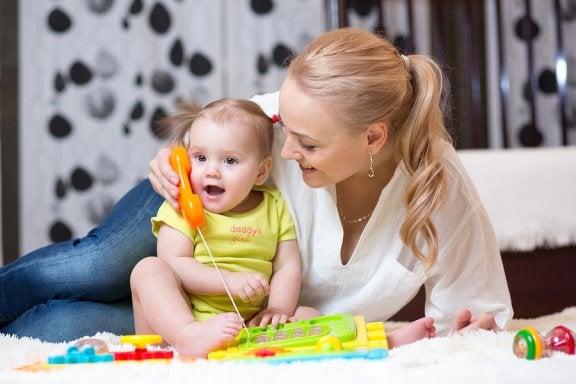 Dein Baby stimulieren, damit es sprechen lernt