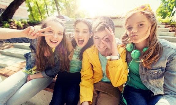Pubertät: Warum ist es so wichtig, beliebt zu sein?