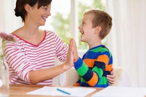 dein Kind unterhalten und erziehen
