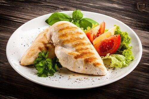 Hühnerbrust in der postpartalen Diät