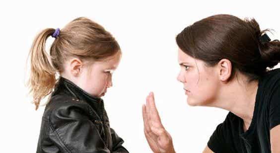 Wie erziehe ich ein indiskretes Kind?