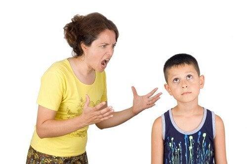 Schlechte Gewohnheiten, die Eltern ablegen sollten