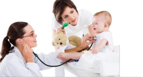 Erstmütter sollten ihre Kinder regelmäßig zum Kinderarzt bringen, damit die Entwicklung verfolgt werden kann.