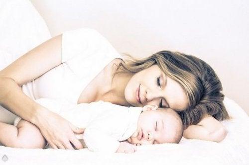 Die Zeit vergeht und dein Baby wird nicht immer so klein bleiben. Genieße daher jede Sekunde mit ihm.