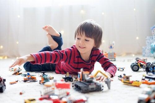 Weniger, aber qualitativ-hochwertige Spielsachen sind besser als ein Übermaß an Spielsachen