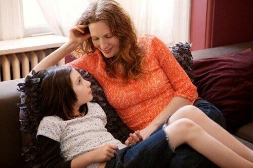 Sage deinem Kind mit deiner Körpersprache, dass du es liebst.