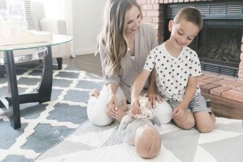 Die Mutterschaft bindet dich an deine Kinder und lässt sie rationaler denken.