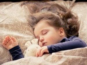 Mädchen im Bett