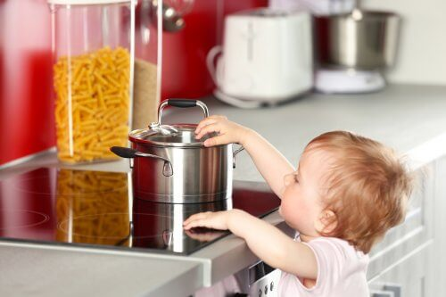 Blasen bei Kindern können durch Verbrennungen entstehen