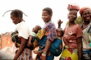Mütter mit Babys im Kongo