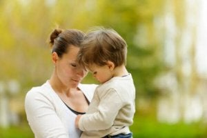 Trennungsangst bei Kindern: Mutter mit Sohn