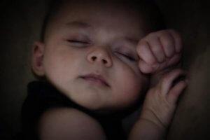 Baby hat keine Schlafstörungen