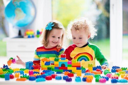 Spielzeug für Zweijährige