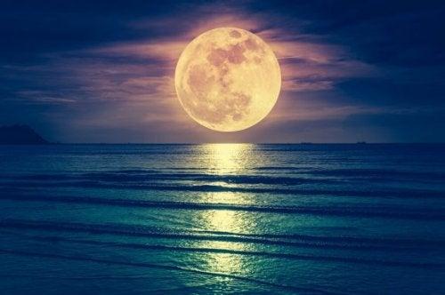 Beeinflusst der Mond die Geburt?