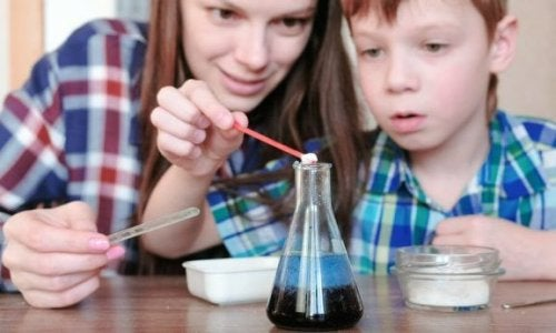 4 Wasser-Experimente für Kinder
