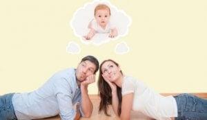 Eltern denken an Kind