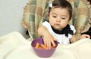 feste Nahrung für Baby