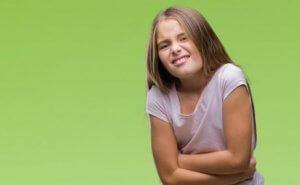 Mädchen hat funktionelle Bauchschmerzen