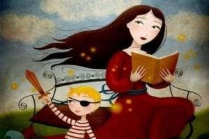 Mutter liest Kind Geschiche vor