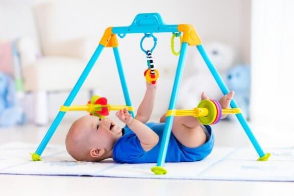 Übungen zur frühzeitigen Stimulation deines Babys