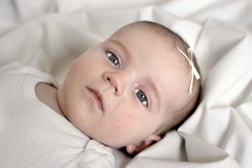 Die Atmung deines Babys kann unregelmäßig sein