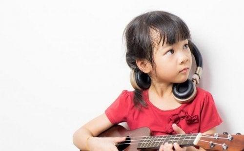 Die frühe Kindheit ist ein gutes Lernalter, um ein Instrument zu erlernen