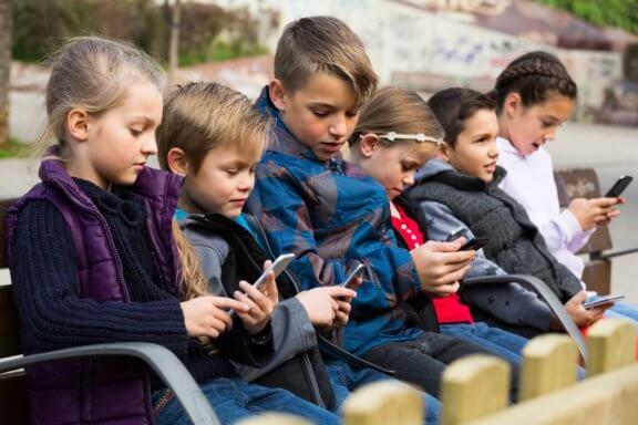 Technologische Abhängigkeit in der Kindheit