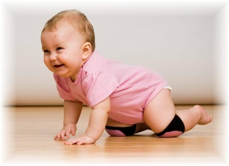 Warum Krabbeln für Babys so wichtig ist