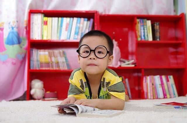 Wie bringt man einem Kind bei, allein zu lernen?