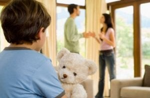 Eltern streiten wegen Erziehungsfragen