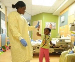 Mädchen im Krankenhaus