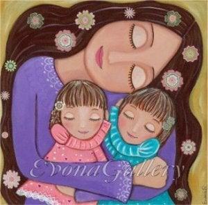 Mutter mit Töchtern denkt nicht an Konkurrenz zu anderen Müttern