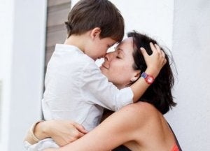 Mutter liebt ihren Sohn richtig