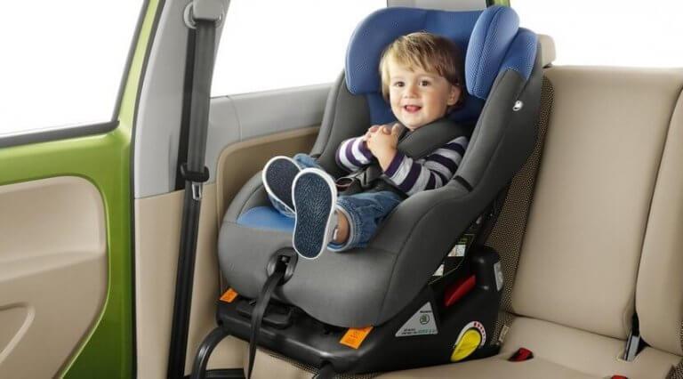 Die richtige Kindersicherung im Auto