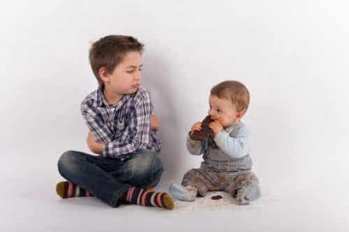 Eifersucht auf ein neues Geschwisterchen vermeiden