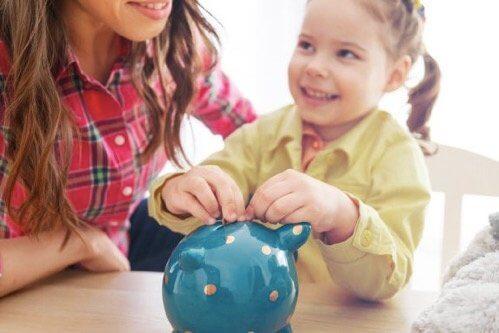Kindern den Wert von Geld beibringen