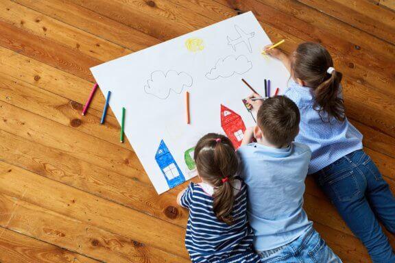 Kindliche Kreativität durch Zeichnen stimulieren: 7 Tipps