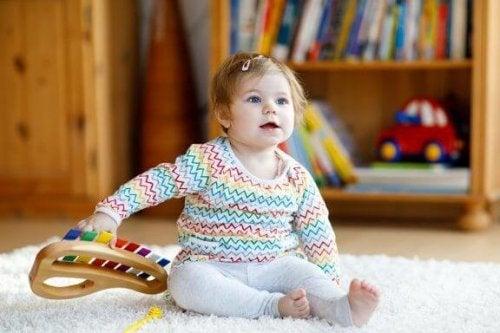 Musikalische Spielzeuge für Kinder und ihre Vorteile