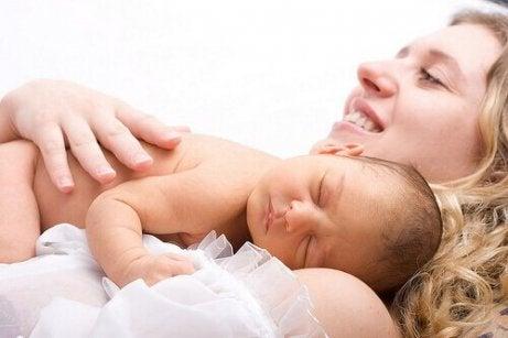 Wähle sinnvolle und nützliche Geschenke für eine neue Mutter