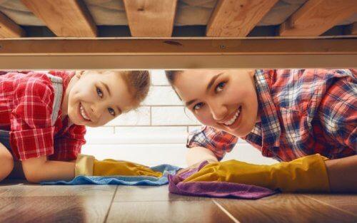Beziehe deine Kinder und deinen Partner in die Hausarbeit mit ein