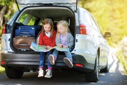 8 unterhaltsame Reisespiele für Kinder