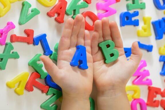 Spracherwerb von Kindern fördern: 5 Tipps